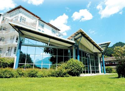 Клиника имеет в распоряжении 200 палат